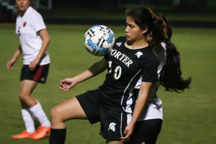Porter's Irma Hernandez (10) controls the ball during the girls soccer game against Caney Creek on Tuesday, March 20, 2018, at Caney Creek High School. (Michael Minasi / Houston Chronicle) Photo: Michael Minasi, Staff Photographer / © 2018 Houston Chronicle