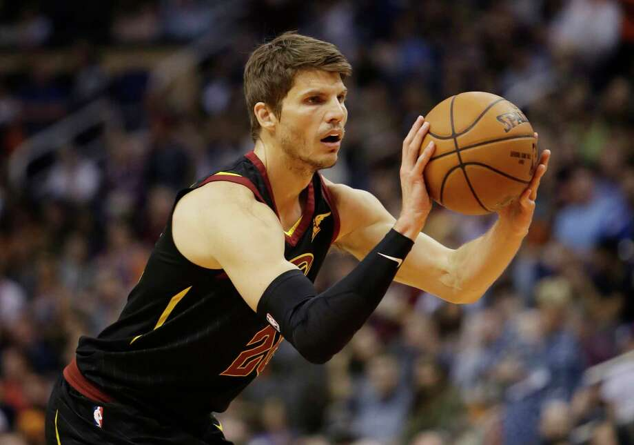 Cleveland Cavaliers guard Kyle Korver (26) in the second half during an NBA basketball game against the Phoenix Suns, Tuesday, March 13, 2018, in Phoenix. The Cavaliers defeated the Suns 129-107. (AP Photo/Rick Scuteri) Photo: Associated Press / FR157181 AP
