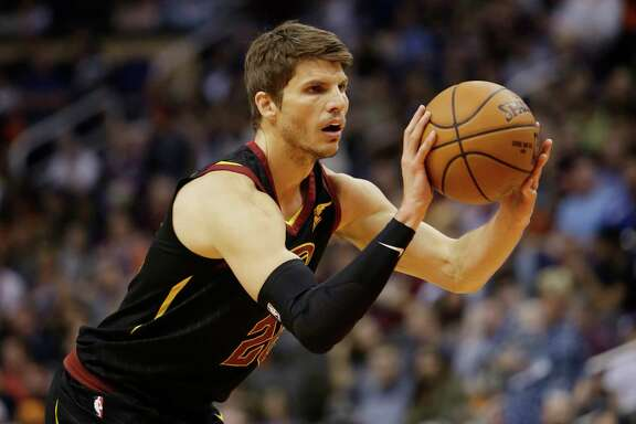 Cleveland Cavaliers guard Kyle Korver (26) in the second half during an NBA basketball game against the Phoenix Suns, Tuesday, March 13, 2018, in Phoenix. The Cavaliers defeated the Suns 129-107. (AP Photo/Rick Scuteri)