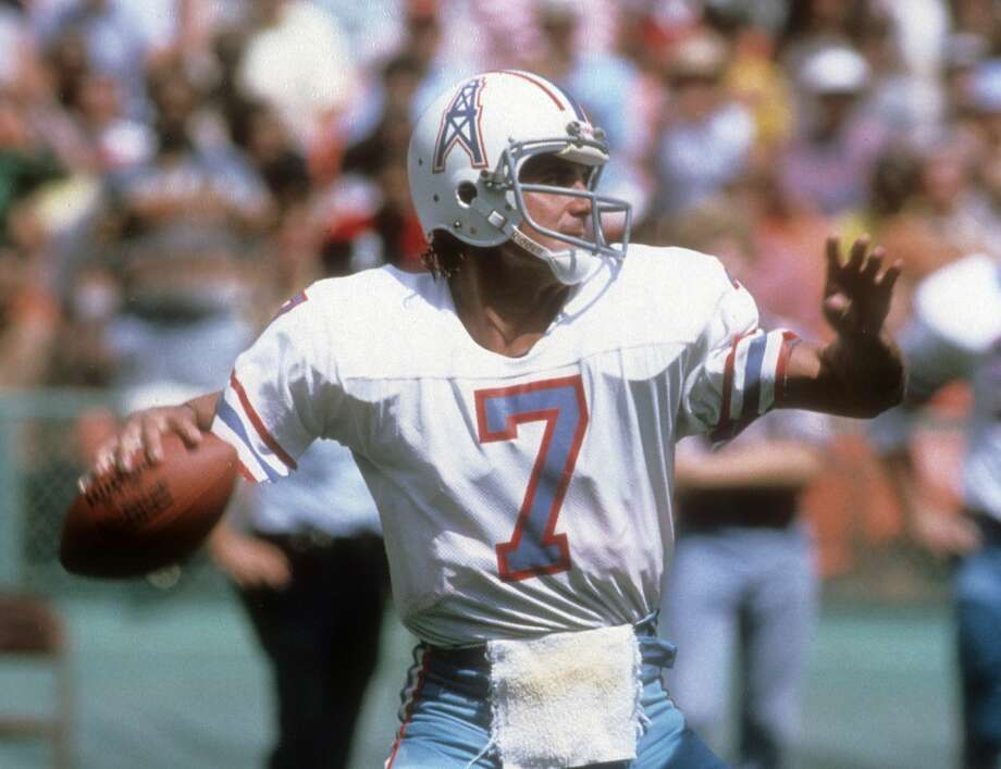 CLEVELAND, OH - OCTOBER 1:  Quarterback Dan Pastorini #7 of the Houston Oilers drops back to pass against the Cleveland Browns during an NFL football game at Cleveland Municipal Stadium October 1, 1978 in Clevlend, Ohio. Pastorini played for the Oilers from 1971-79. (Photo by Focus on Sport/Getty Images) Photo: Focus On Sport/Getty Images