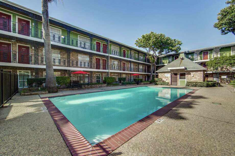Dallas-based Dalcorhas acquired the 810-unit Vista on  Gessner  apartments at 6005-6545 Gessner in  the Sharpstown  area. SVN / Investment Sales Group represented the seller and procured the  buyer. The seller, Carlingford Apartments, LLC, is a syndication of investors that acted as the lender and took the property back through foreclosure in 2008, according to SVN. Photo: SVN Investment Sales Group, Image Processor / SVN / Investment Sales Group / Shoot2Sell Photography