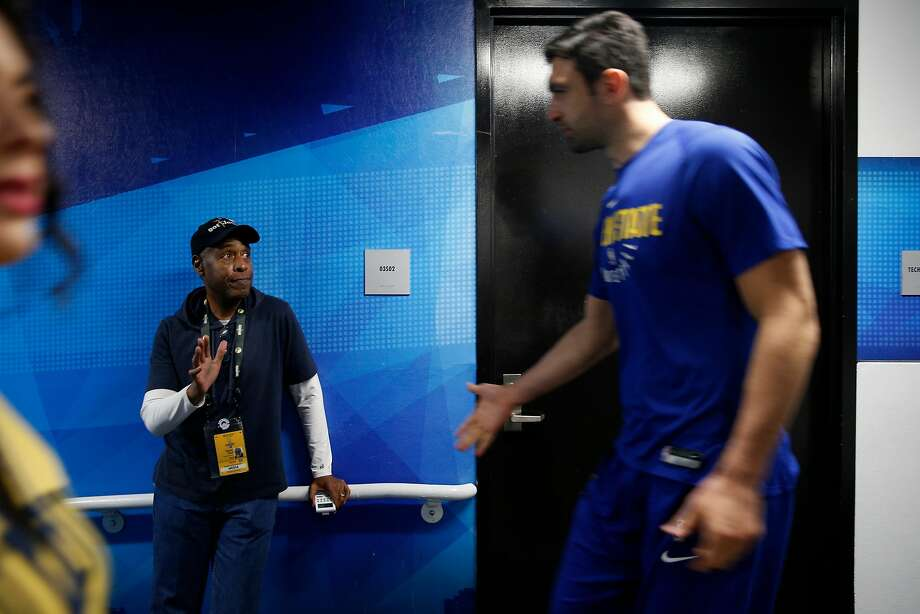 Statistician Walter Hoye high-fives Warriors center Zaza Pachulia in the tunnel before an NBA game between the Golden State Warriors and Sacramento Kings. Photo: Santiago Mejia, The Chronicle