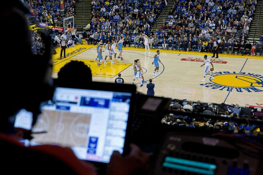 Lori Hoye records stats during a game between the Golden State Warriors and Sacramento Kings at Oracle Arena in Oakland. Photo: Santiago Mejia, The Chronicle