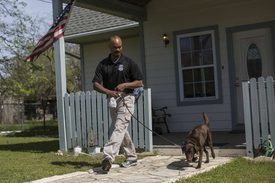 A federal investigator with a dog outside the home of the parents of Austin bombing suspect Mark Anthony Conditt in Pflugerville, Texas, March 21, 2018. Authorities had identified Conditt, who blew himself up, via surveillance footage and other clues, the authorities said. (Tamir Kalifa/The New York Times)