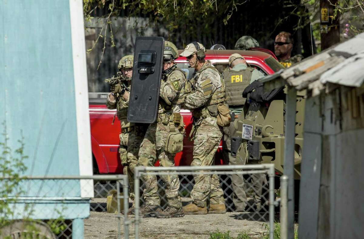FBI agents approach the home of the Austin bomber in Pflugerville, Texas on Wednesday, March 21, 2018. (Jay Janner/Austin American Stateman/TNS)