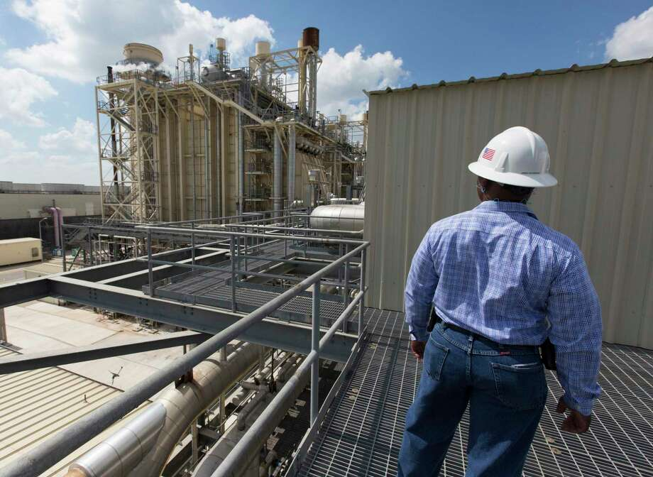 In this 2017 photo, a worker looks over CPS Energy's natural gas-fired Rio Nogales power plant. This reflects industry trends — and is good for Texas and the environment. Photo: William Luther /San Antonio Express-News / © 2017 San Antonio Express-News