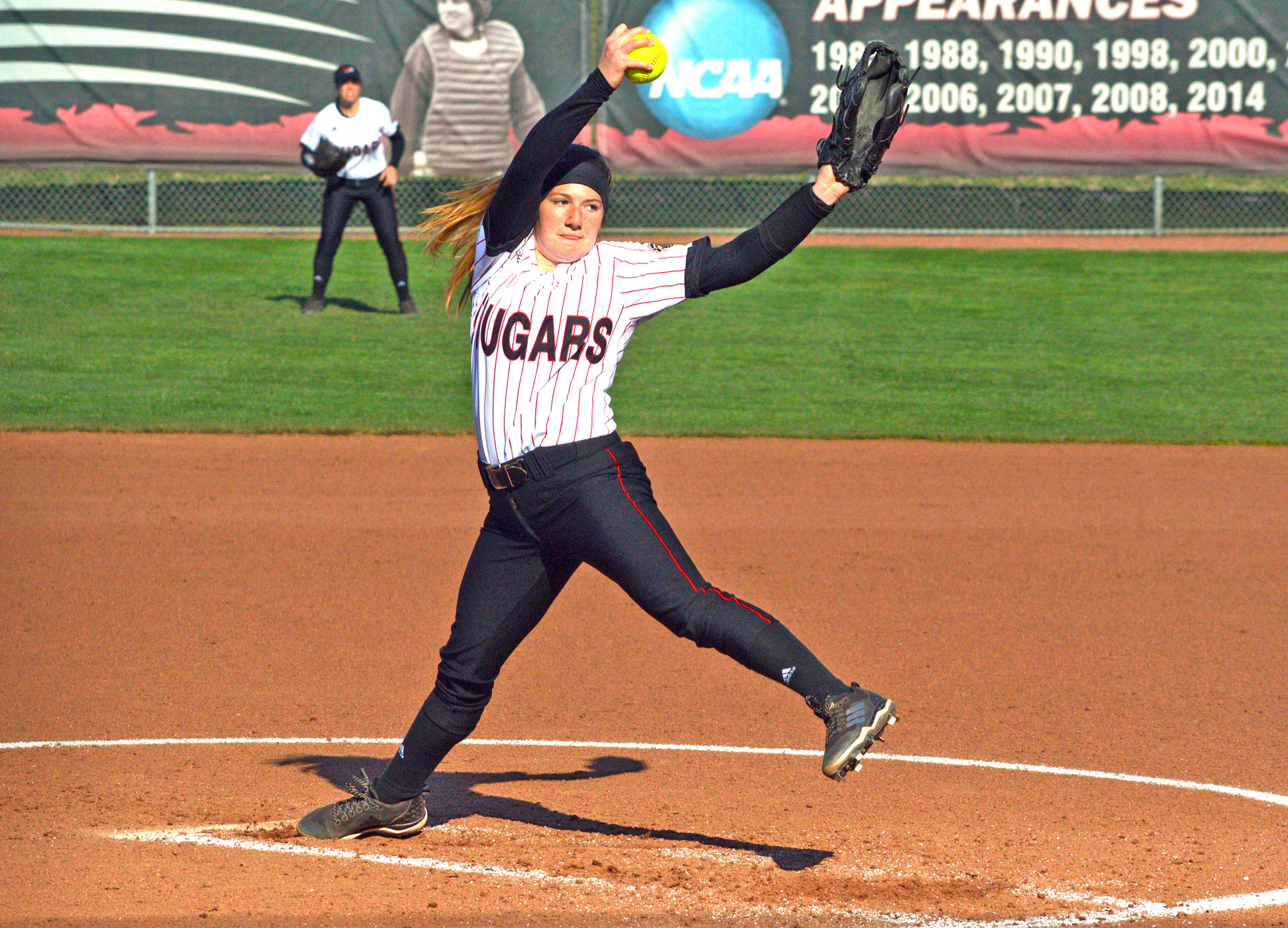 Softball Cougars Blanked By Illini In Home Opener The Circuit Board Baseball Pitching Machine Hitting Machines Edwardsville Intelligencer