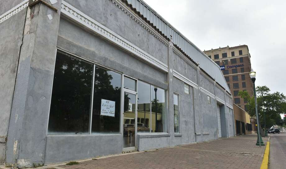 A shuttered businesses in downtown Laredo is pictured in this undated file photo. Photo: Danny Zaragoza /Laredo Morning Times / LAREDO MORNING TIMES