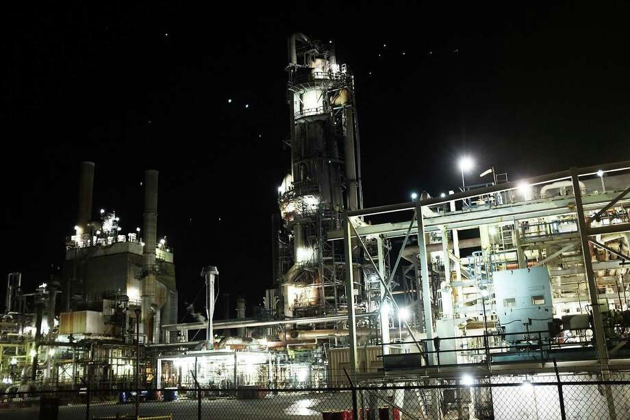 An oil refinery is lit up in the night on Jan. 19, 2016 in Big Spring, Texas. Photo: Spencer Platt, Staff / Getty Images / 2016 Getty Images