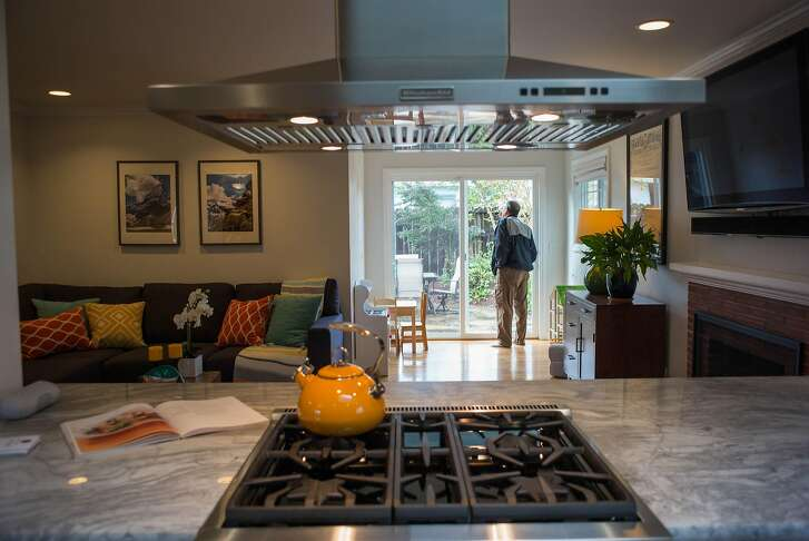 Broker Manuel Macias tours an open house on McKinley Ave. in Sunnyvale, Calif. on Thursday, March 22, 2018. On average, homes in Santa Clara County sell in eight days.
