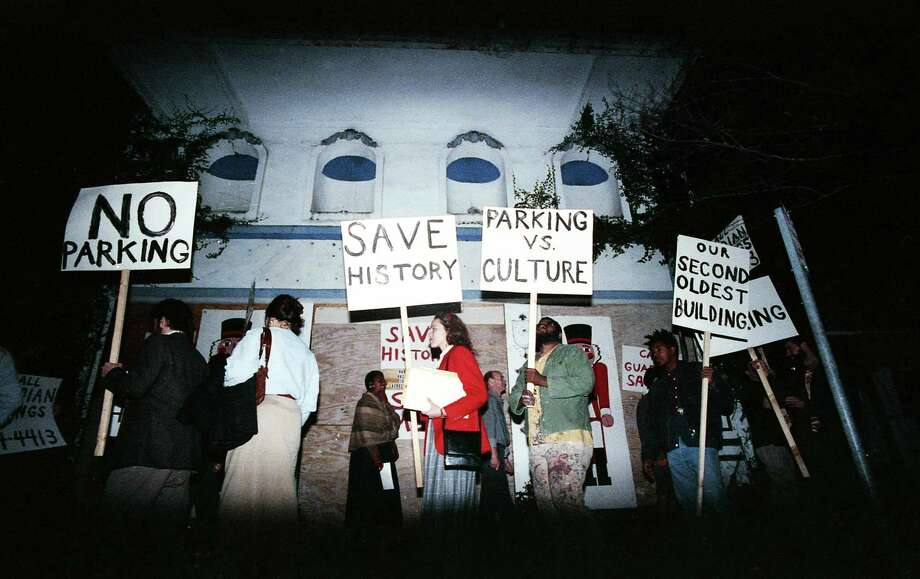Marchers outside the old Warren's Inn, akaBethje-Lang building, protest the planned demolition of the building to make way for a parking lot, Jan. 29, 1988. Preservationist Minnette Boesel can be see at center in red. Photo: Richard Carson, Houston Chronicle / Houston Chronicle