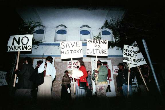 Marchers outside the old Warren's Inn, aka Bethje-Lang building, protest the planned demolition of the building to make way for a parking lot, Jan. 29, 1988.