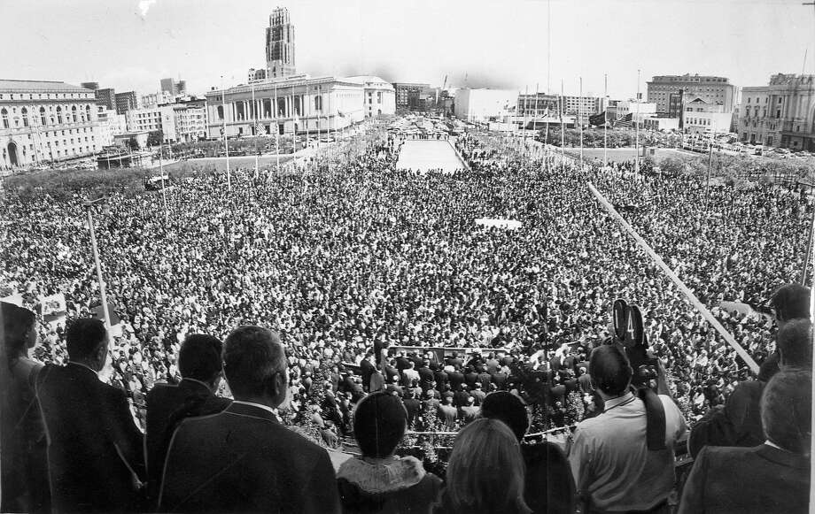 A Civic Center memorial draws thousands paying tribute to the Rev. Martin Luther King Jr. on April 5, 1968, the day after the civil rights leader was slain. Photo: Joe Rosenthal / The Chronicle 1968