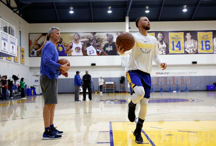 Warriors' Steph Curry during workouts at their practice facility in downtown Oakland, Calif., on Thurs. March 22, 2018. Bruce Frazier at left.