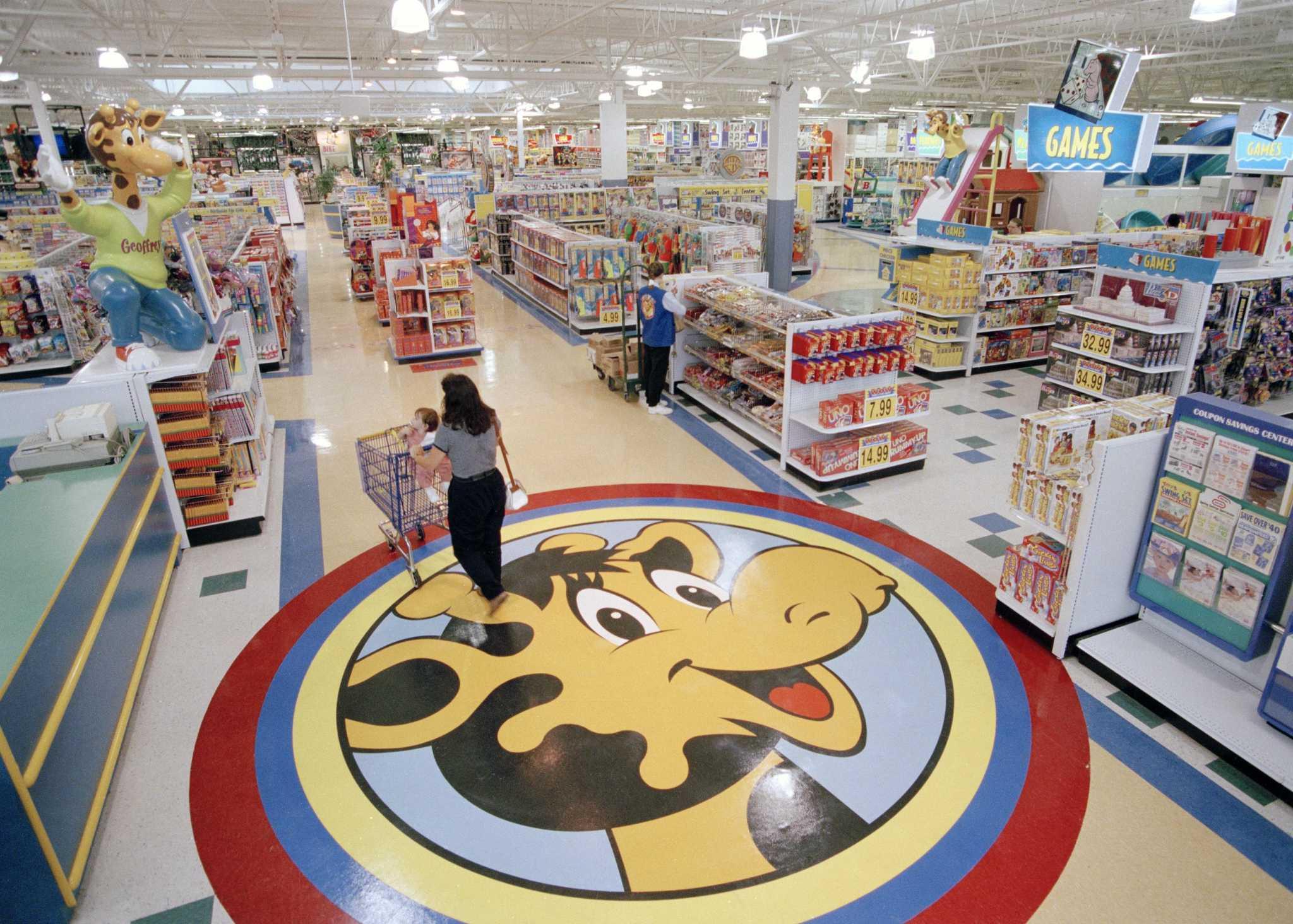 a2fa8bc173830 Billionaire toy executive hopes to raise $800 million via crowdfunding to  save Toys R Us