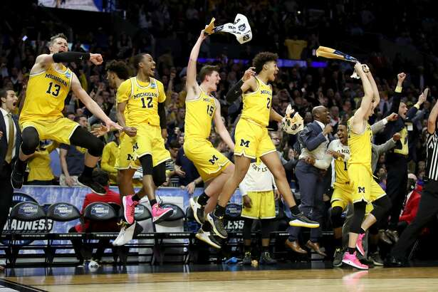 LOS ANGELES, CA - MARCH 22:  The Michigan Wolverines bench celebrates in the games final minutes against the Texas A&M Aggies in the 2018 NCAA Men's Basketball Tournament West Regional at Staples Center on March 22, 2018 in Los Angeles, California.  (Photo by Ezra Shaw/Getty Images)