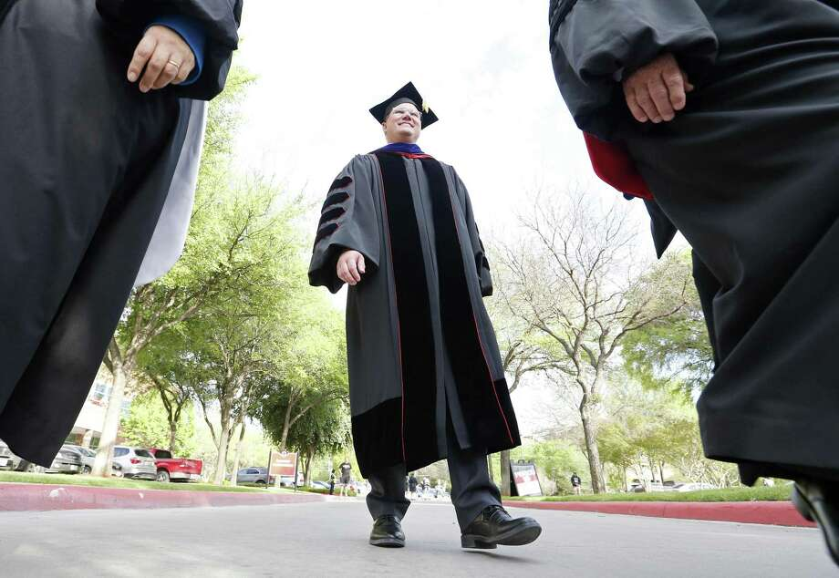 University of the Incarnate Word President Thomas Evans takes part in an academic procession through the center of the campus before his inauguration as the 10th president of UIW on Thursday. Photo: Edward A. Ornelas /San Antonio Express-News / © 2018 San Antonio Express-News
