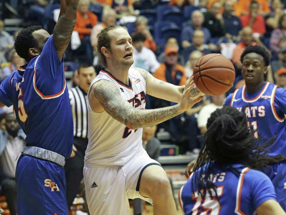 Nick Allen passes to an open shooter after pulling in the defense as UTSA hosts Sam Houston State in the College Insider Tournament at UTSA on March 22, 2018. Photo: Tom Reel, Staff / San Antonio Express-News / 2017 SAN ANTONIO EXPRESS-NEWS