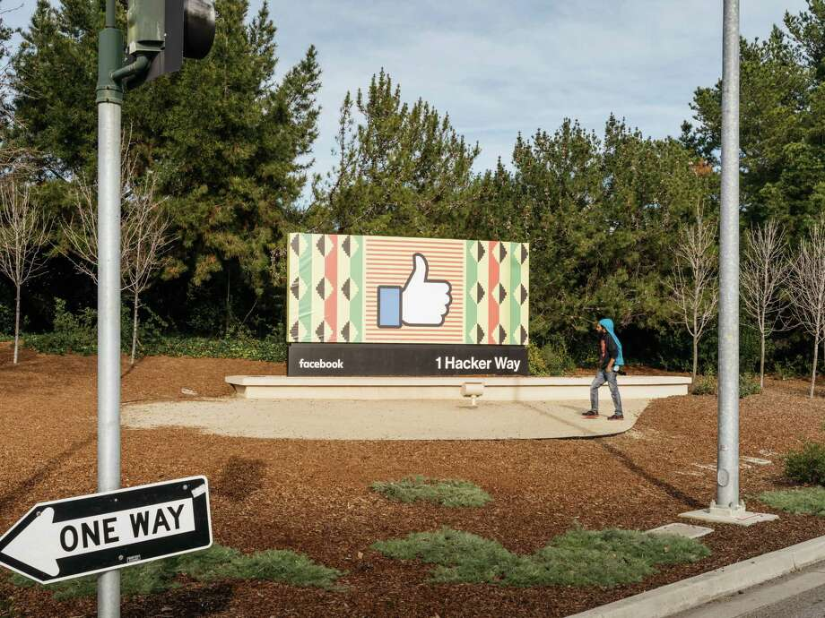A billboard with the Facebook like icon outside the entrance to their offices in Menlo Park, Calif., Feb. 4, 2018. Photo: JASON HENRY /NYT / NYTNS