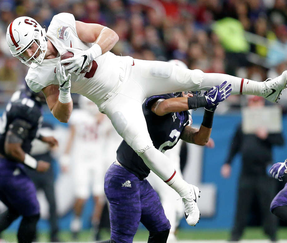 Stanford tight end Dalton Schultz provides the combination of receiver and blocker that might appeal to the Texans in the middle rounds. Photo: Edward A. Ornelas, San Antonio Express-News / © 2017 San Antonio Express-News