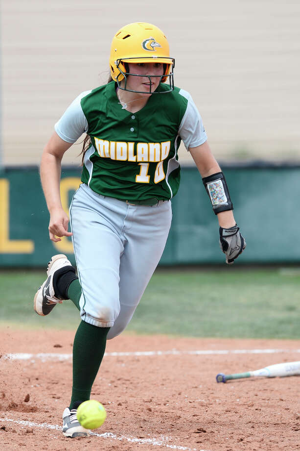 Midland College's Mercedes Beltran (10) hits against Frank Phillips College on March 23, 2018, at MC. James Durbin/Reporter-Telegram Photo: James Durbin