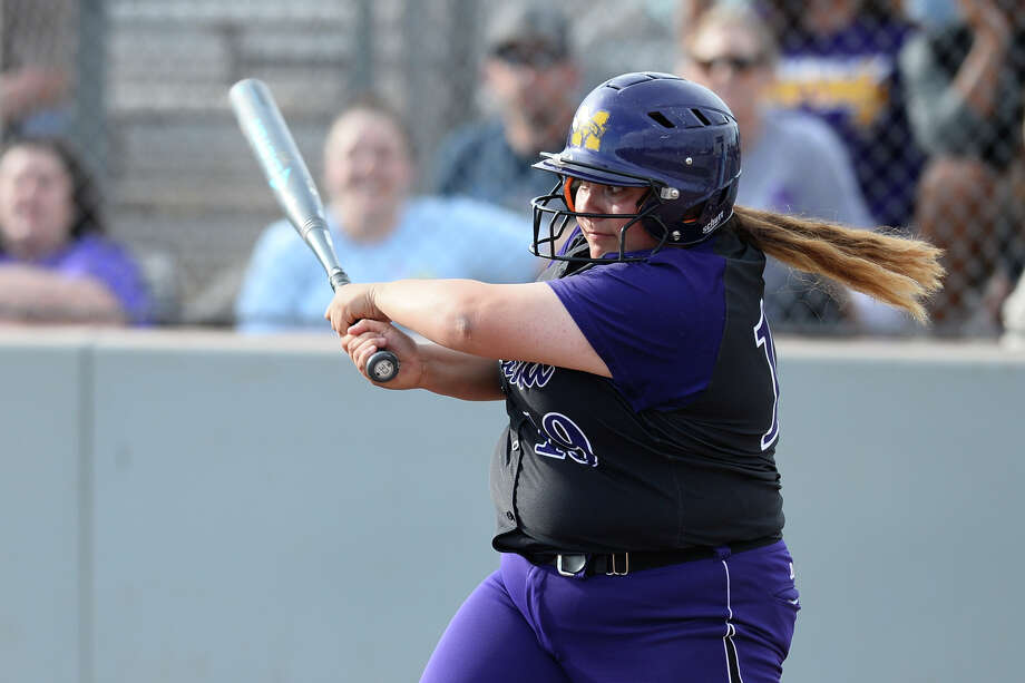 Midland High's Rani Guerra (19) bats against Lee March 23, 2018, at Gene Smith Field.  James Durbin/Reporter-Telegram Photo: James Durbin