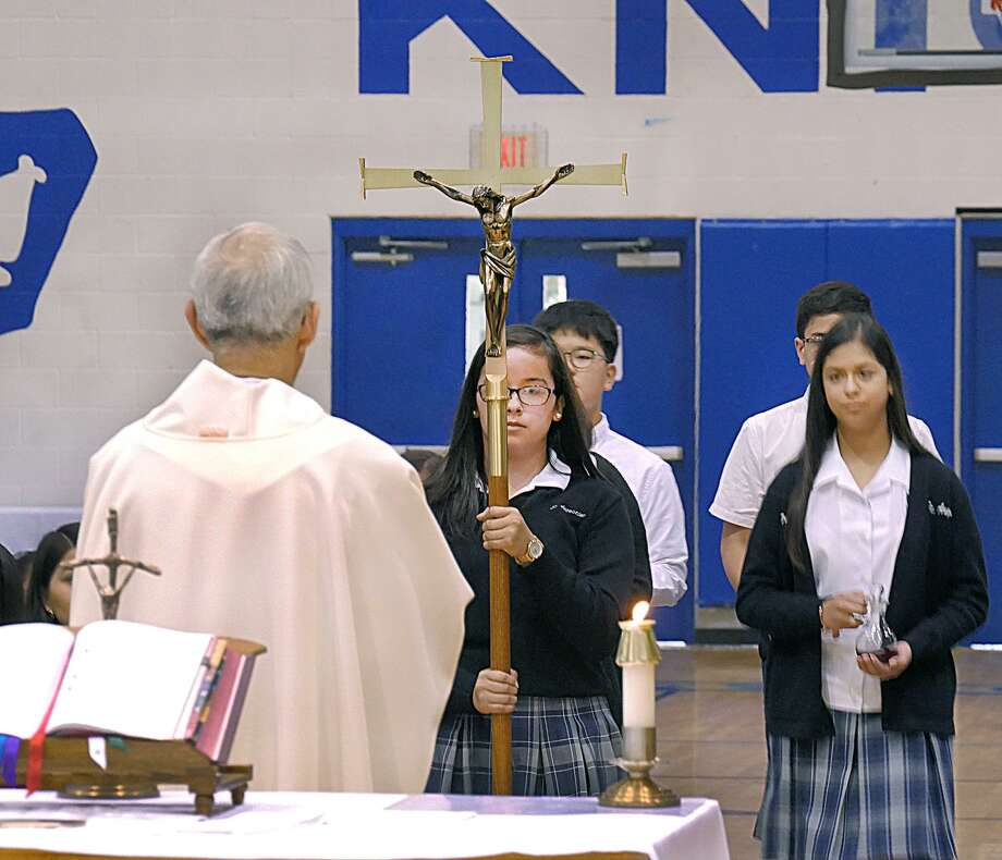 Father Anthony Mendoza officiated a Mass at St. Augustine School, Monday, March 19, 2018, for school safety, peace and for the victims of last month's Florida school shooting. A Prayer vigil at the school's grotto was held following Mass. Photo: Cuate Santos /Laredo Morning Times / Laredo Morning Times