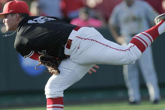 Houston pitcher Trey Cumbie (15) starting pitcher pitches during first inning of the 2017 NCAA Regional game against the Iowa at Darryl and Lori Schroeder Park Friday, June 2, 2017, in Houston. ( Yi-Chin Lee / Houston Chronicle )