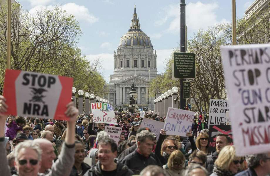 San Francisco demonstrators head toward Market Street, which was closed to traffic for the March for Our Lives rally to support gun control. Photo: Jessica Christian / The Chronicle / ONLINE_YES
