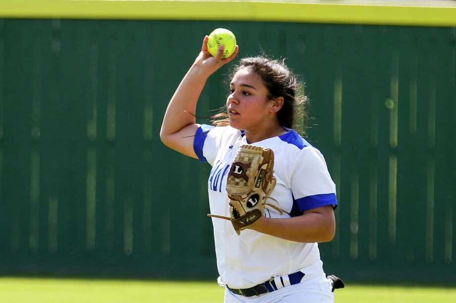 New Caney's Shella Mendoza (10) fields the ball during the softball game against Humble on Monday, March 12, 2018, in New Caney. (Michael Minasi / Houston Chronicle) Photo: Michael Minasi, Staff Photographer / © 2018 Houston Chronicle