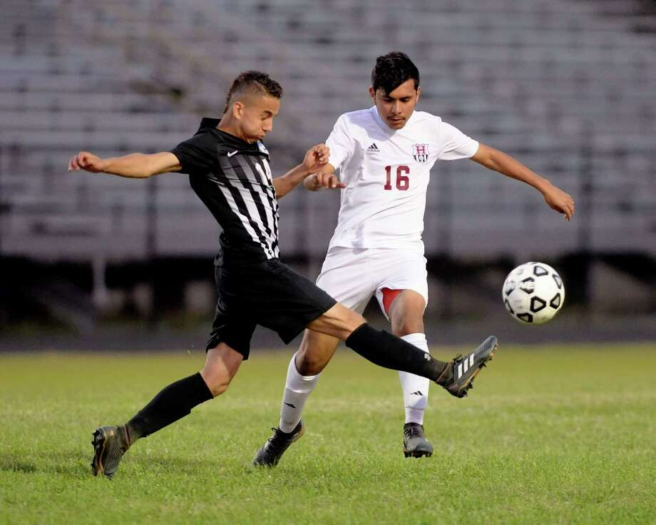 Juan Pino (14) of Westside and Miguel Mendoza (16) of Heights compete for a ball during the second half of a varsity soccer game between the Westside Wolves and the Heights Bulldogs on Friday, March 23, 2018 at Dyer Stadium, Houston, TX. Photo: Craig Moseley, Staff / ©2018 Houston Chronicle