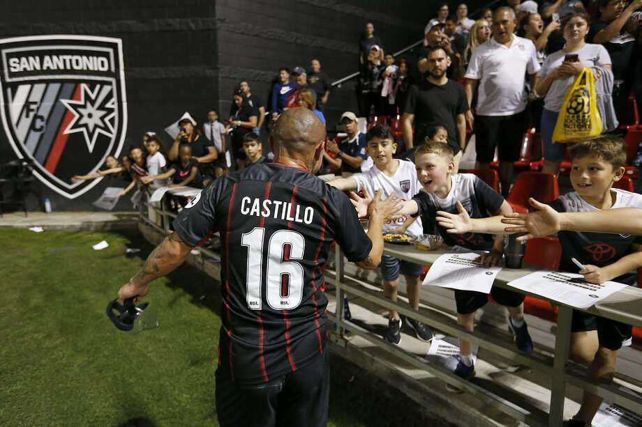 San Antonio FC's Rafa Castillo celebrates with fans after the match with Saint Louis FC Saturday March 24, 2018 at Toyota Field. San Antonio FC won 2-1. Photo: Edward A. Ornelas, Staff / San Antonio Express-News / © 2018 San Antonio Express-News