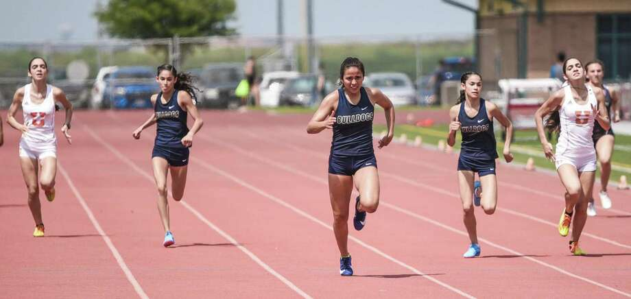 Liliana Perez is surrounded by United twins Andrea and Alexandra Sanabria and Alexander twins Alicia and Ellese Treviño in the 400-meter dash at the Laredo city track meet. Photo: Danny Zaragoza /Laredo Morning Times File