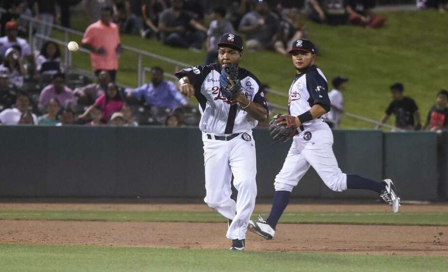 Tecolotes Dos Laredos third baseman Anderson Hernandez finished 3-for-5 with two runs and two RBIs in an 8-6 loss Tuesday at Monclova in their home opener. The Acereros scored seven runs in the second inning in the win. Photo: Danny Zaragoza /Laredo Morning Times File