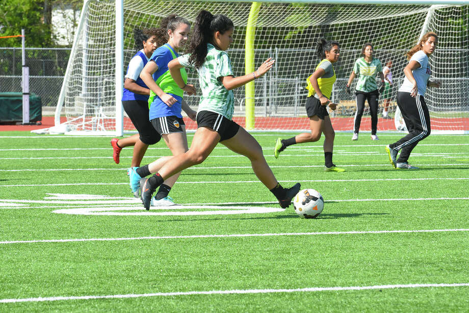 Klein Forest players Fernanda Sarchez, back left, Ana Shanchez, Briscia Zuniga, Jasmin Benitez, Hannia Rodriguez, Lourdes Heredia work during a team scrimmage. Photo: Tony Gaines /HCN, Photographer