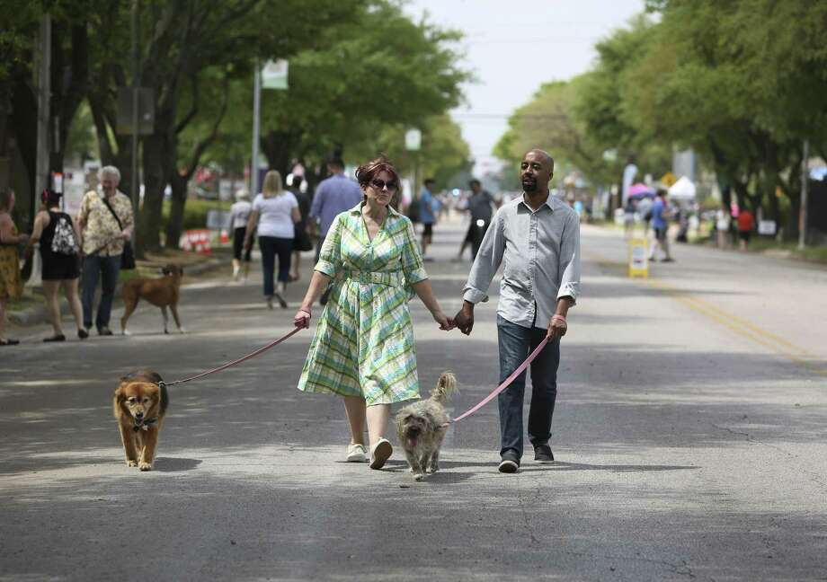 Sunday Streets provides one of the rare opportunities for Houstonians to walk without fear. Photo: Yi-Chin Lee / Houston Chronicle / © 2018 Houston Chronicle