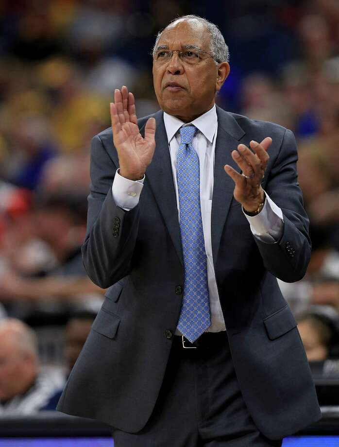 ORLANDO, FL - MARCH 10:  Head coach Tubby Smith of the Memphis Tigers calls a play during a semifinal game of the 2018 AAC Basketball Championship against the Cincinnati Bearcats at Amway Center on March 10, 2018 in Orlando, Florida.  (Photo by Mike Ehrmann/Getty Images) Photo: Mike Ehrmann / 2018 Getty Images