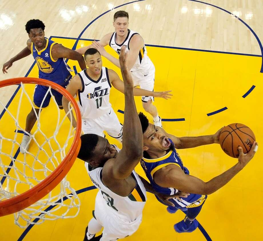 Quinn Cook (4) goes up for a shot against Ekpe Udoh (33) in the second half as the Golden State Warriors played the Utah Jazz at Oracle Arena in Oakland, Calif., on Sunday, March 25, 2018. Photo: Carlos Avila Gonzalez, The Chronicle