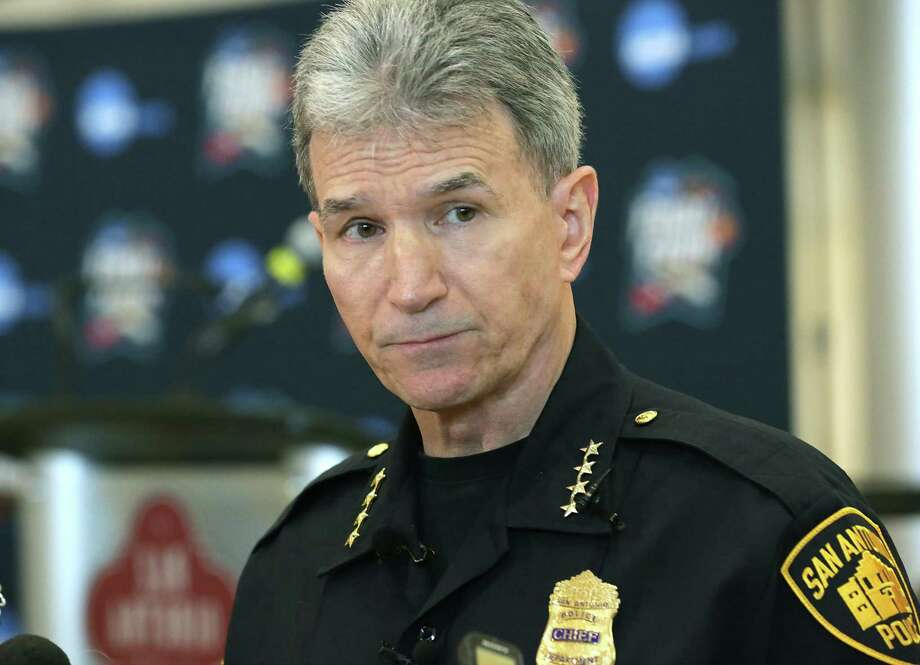 The Department of Justice has awarded the San Antonio Police Department more than $3.1 million to hire more officers in an attempt to increase community policing, according to a news release. Photo: Bob Owen /Staff File Photo / ©2018 San Antonio Express-News