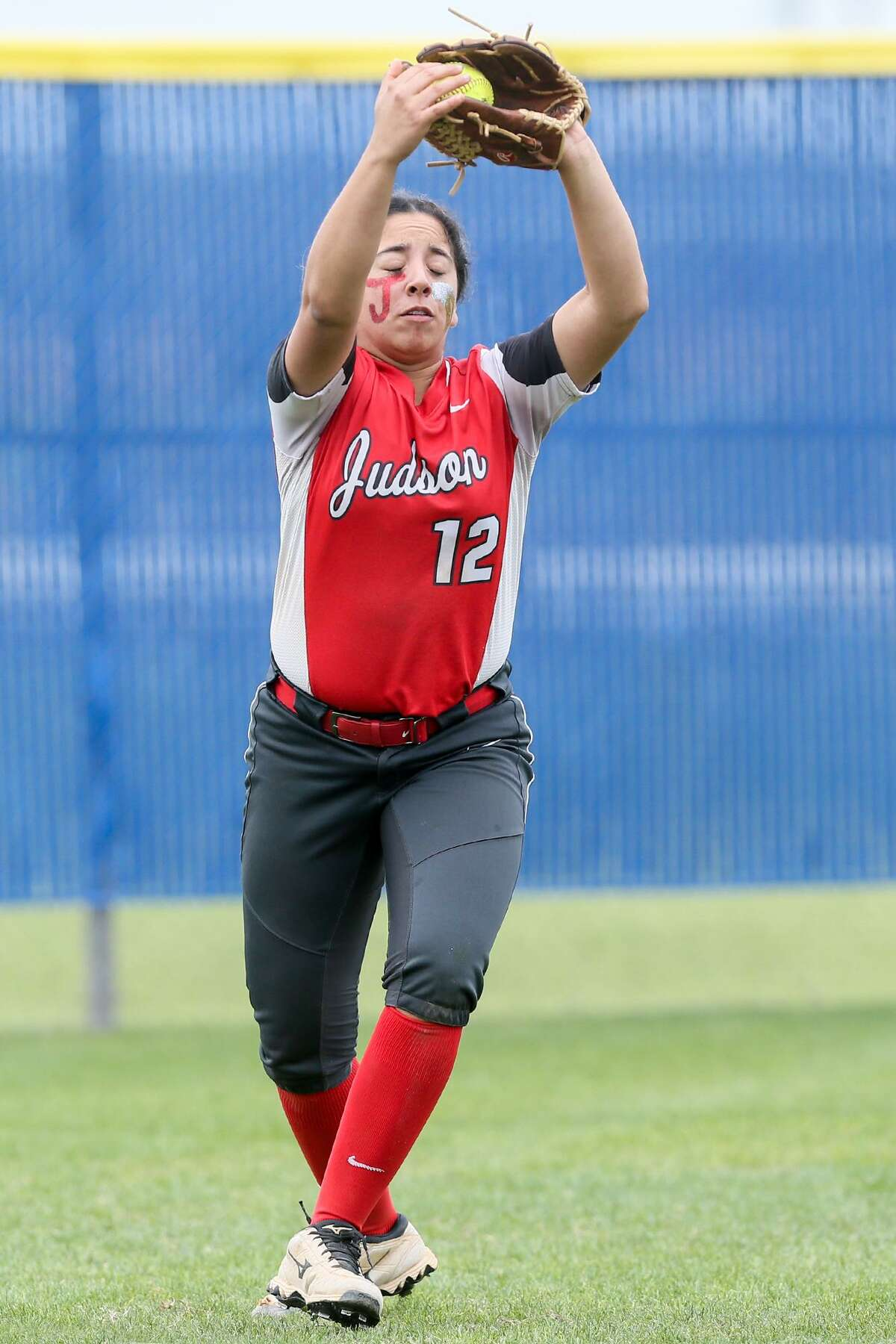 Judson's Angela Ramirez catches a fly ball to left field to retire the side in the sixth inning of their District 27-6A softball game with Clemens at Clemens on Thursday, March 15, 2018. Judson beat Clemens 3-2. MARVIN PFEIFFER/mpfeiffer@express-news.net