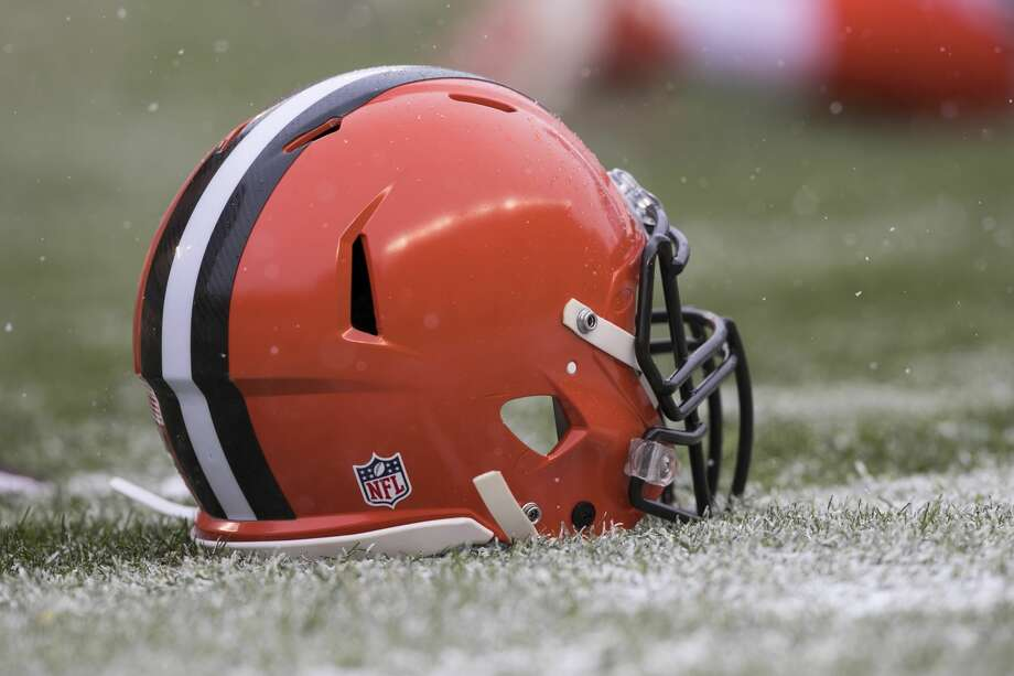 PITTSBURGH, PA - DECEMBER 31: A Cleveland Browns helmet on the ground during the game between the Cleveland Browns and the Pittsburgh Steelers on December 31, 2017 at Heinz Field in Pittsburgh, Pa. (Photo by Mark Alberti/ Icon Sportswire) Photo: Icon Sportswire/Icon Sportswire Via Getty Images