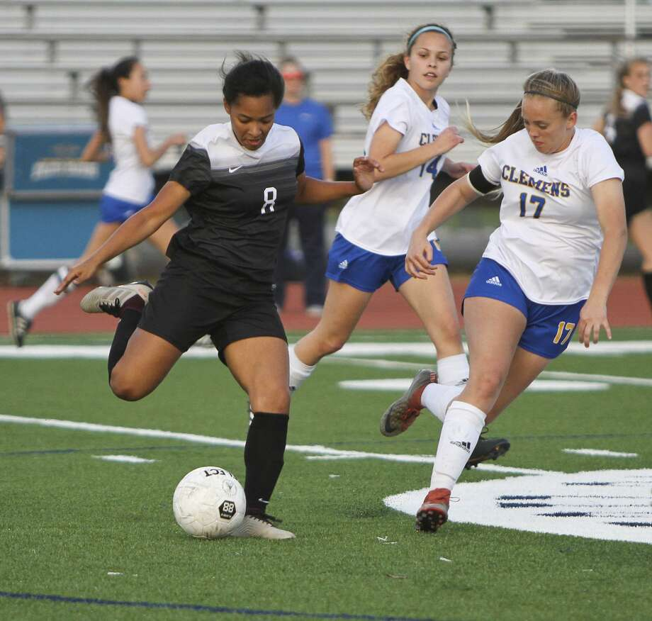Steele's Ariana Nelson (8) prepares to send the ball downfield past Clemens' Emily Newton (17) and Alex Rudd (14) during Steele's 2-1 win Friday at Lehnhoff Stadium. Photo: Greg Bell / For The NE Herald
