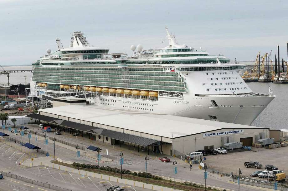 Royal Caribbean's Liberty of the Seas sits in port while workers work on the new terminal on November 13, 2015 in Galveston, TX.  (For the Chronicle: Thomas B. Shea) Photo: Thomas B. Shea / For The Chronicle / © 2015 Thomas B. Shea