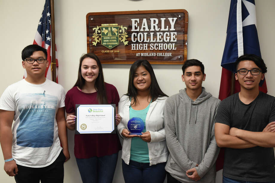 Early College High School students received an award for their volunteer efforts. Students photographed March 22, 2018 at ECHS.  James Durbin/Reporter-Telegram Photo: James Durbin