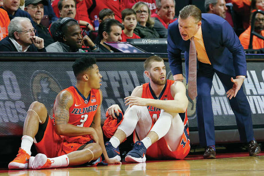 Illinois head coach Brad Underwood, right, shouts instructions to forward Michael Finke (43) and guard Te'Jon Lucas (3) as they wait to enter a Feb. 25 game at Rutgers. Finke and Lucas announced separately on Monday that they are transferring from Illinois. Photo: AP