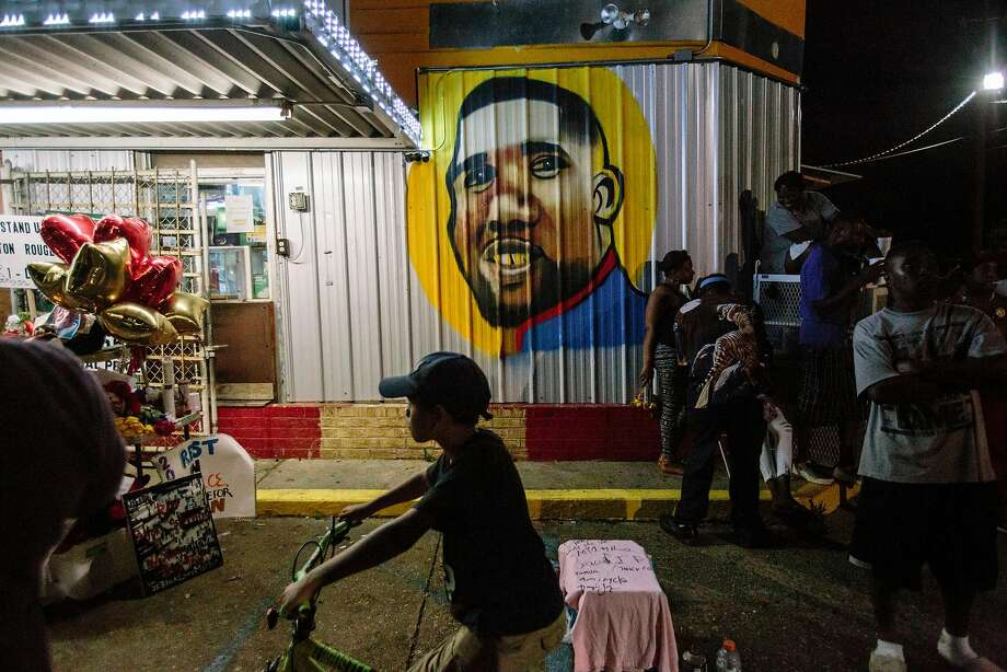 Alton Sterling is memorialized in a mural painted on the wall of a Baton Rouge, La., convenience store where he was shot dead by two white police officers in 2016. Photo: WILLIAM WIDMER, NYT