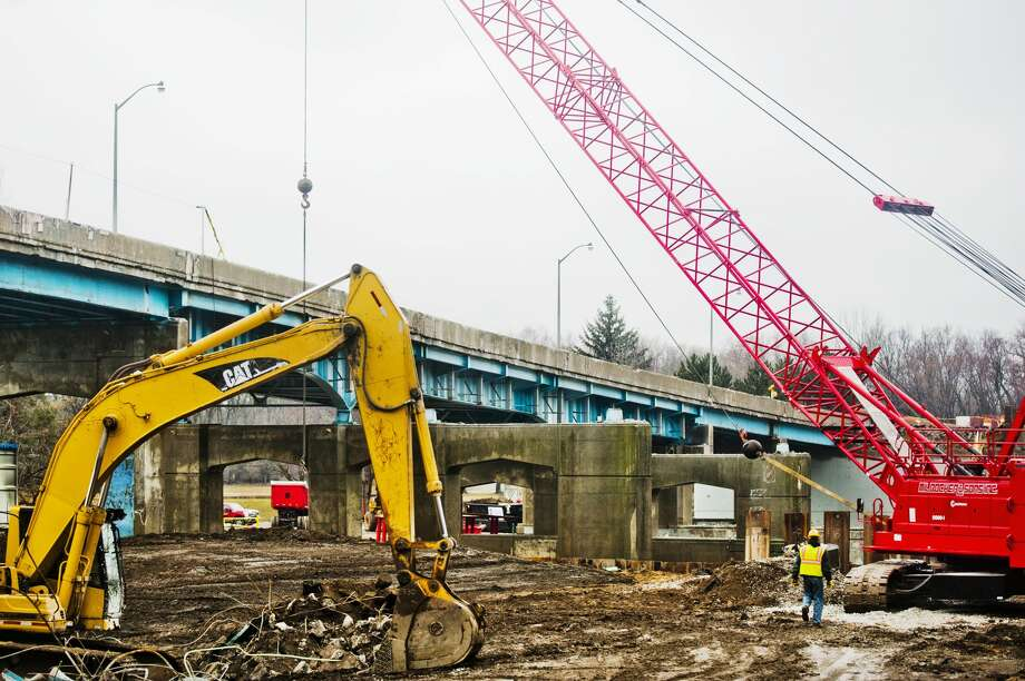 The entire westbound side of the M-20 bridge is gone as construction work continues on Tuesday, March 27, 2018. Traffic has been shifted over to allow for travelers to use the bridge in both directions during the construction. (Katy Kildee/kkildee@mdn.net) Photo: (Katy Kildee/kkildee@mdn.net)
