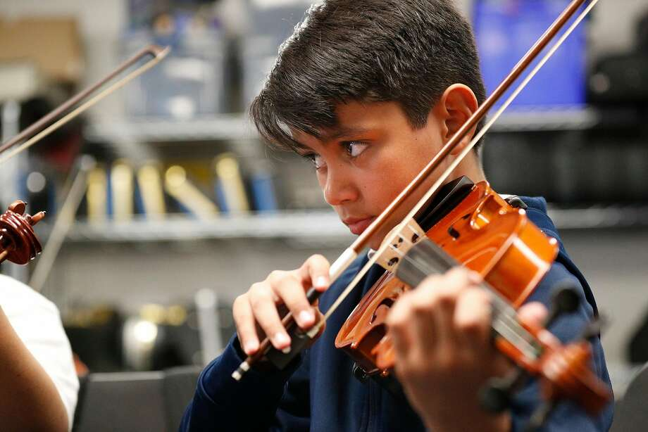 Miguel Gomez plays violin. Photo: Michael Macor / The Chronicle