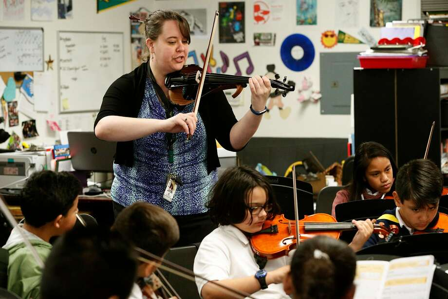 Sarah Moulder with her class at Ravenswood Middle School. Photo: Michael Macor / The Chronicle