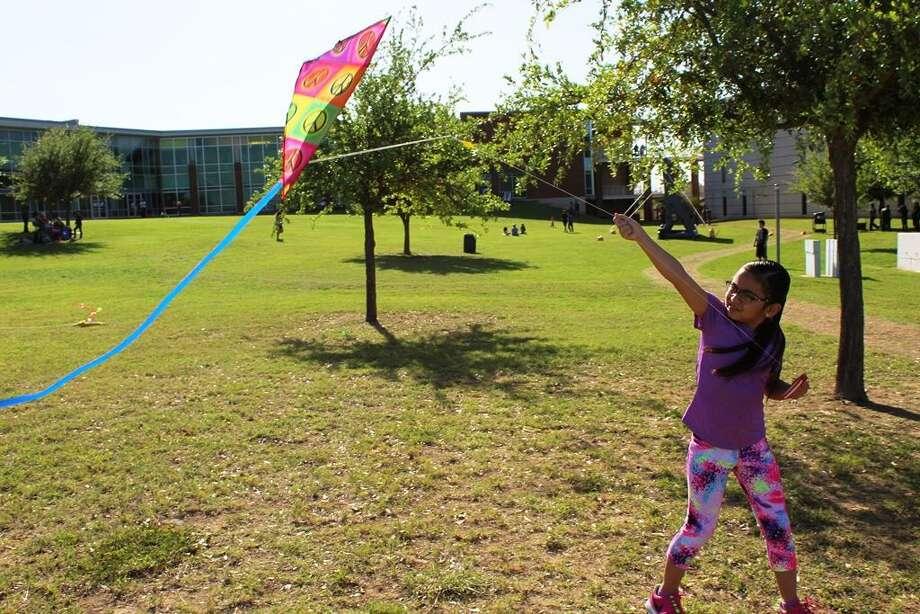 """La diversión comienza a las 4 p.m. y continuará con la proyección de la película """"La Bella y la Bestia"""" a las 7 p.m. La entrada es gratuita y abierta al público en general. Photo: Foto De Cortesía /Laredo Community College"""